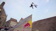 Fliegende Biker beim Red Bull District Ride 2014
