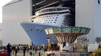 """Quantum of the Seas"" verlässt Meyer-Werft-Dock in Papenburg"
