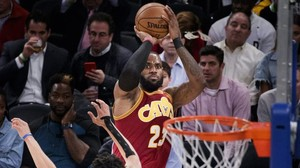 NBA-Basketball: Cleveland Cavaliers gewinnen gegen Golden State Warriors