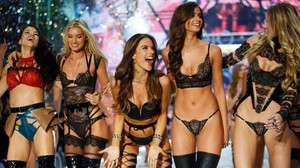 Victoria's Secret: Sexy Engel begeistern Paris