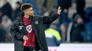 Knieoperation: Hannover ohne Maina ins Trainingslager