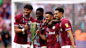 Traditionsclub: Aston Villa steigt in die Premier League auf