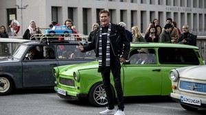 Videodreh in Berlin: David Hasselhoff ist Trabi-Fan